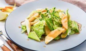 Салат с савойской капустой и соусом винегрет