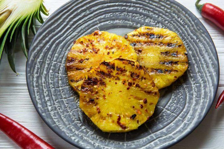 ананас на гриле