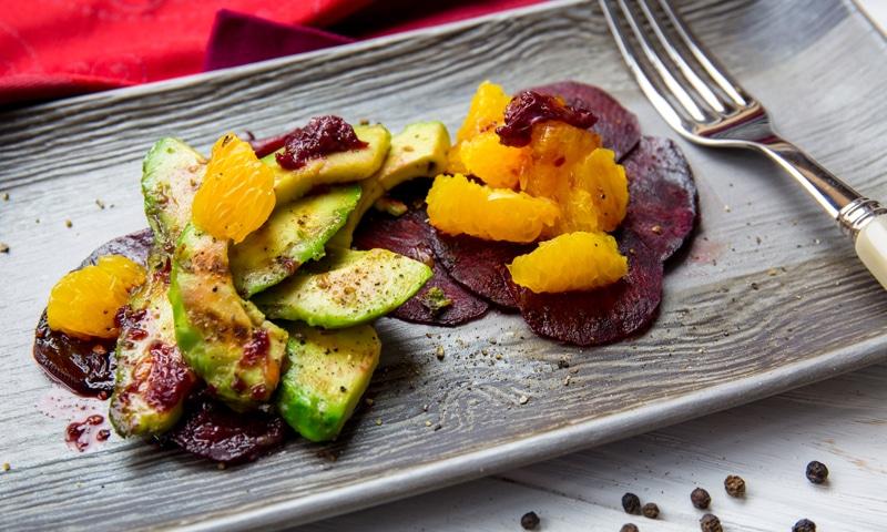 Салат со свеклой и авокадо гриль
