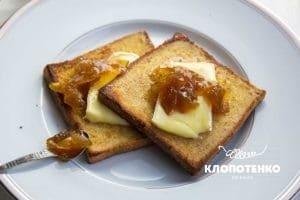 Французские тосты с сыром бри и конфитюром