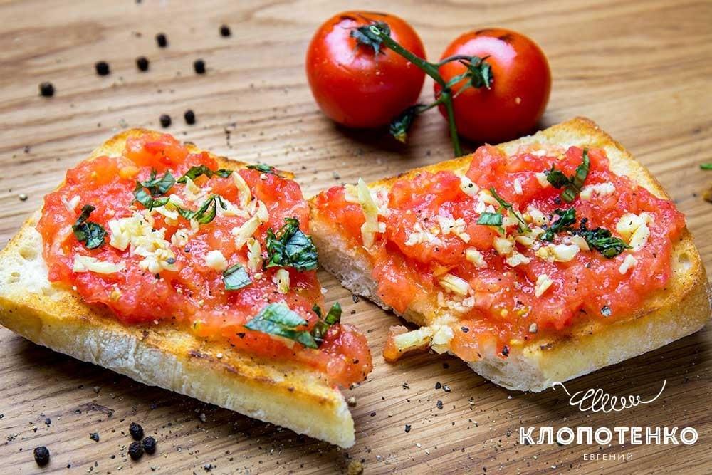 Іспанський томатний хліб з часником