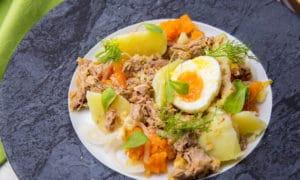 Салат мимоза с тунцом и фенхелем