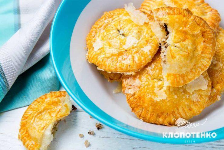 Пирожки с индейкой и черносливом