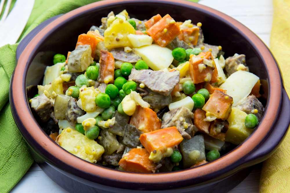 Салат оливье из запеченных овощей