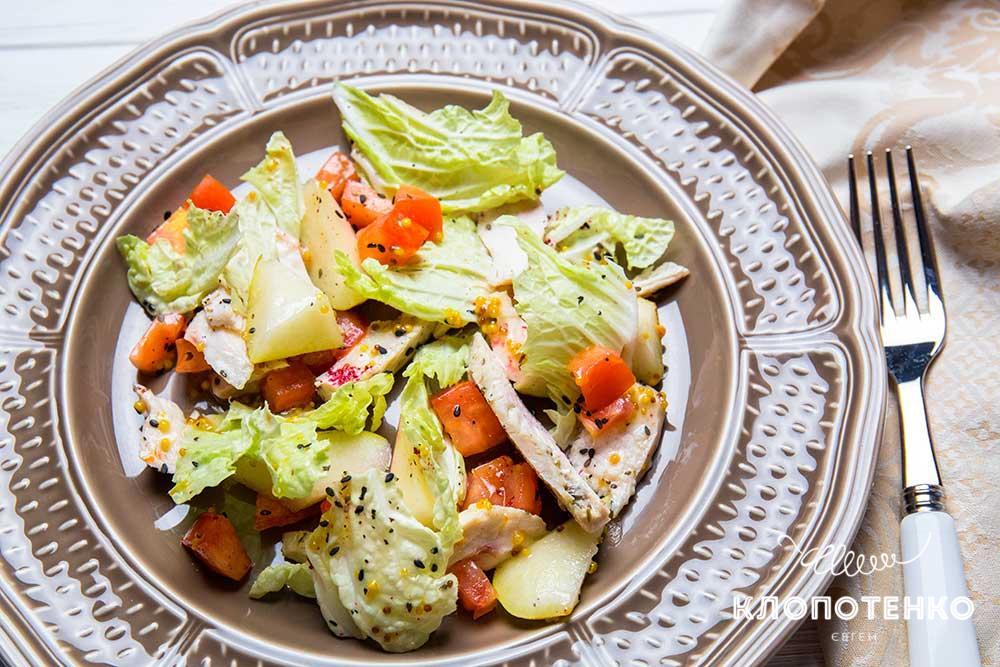 Салат с грушей и запеченной курицей