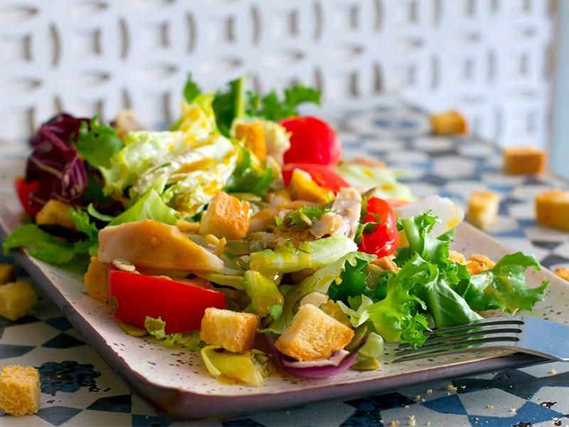 Салат с курицей и облепихой