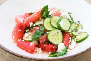 Салат с арбузом и огурцом