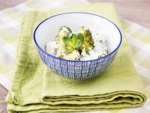 Салат с брокколи и йогуртовой заправкой