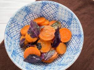 Салат с морковью, базиликом и корицей