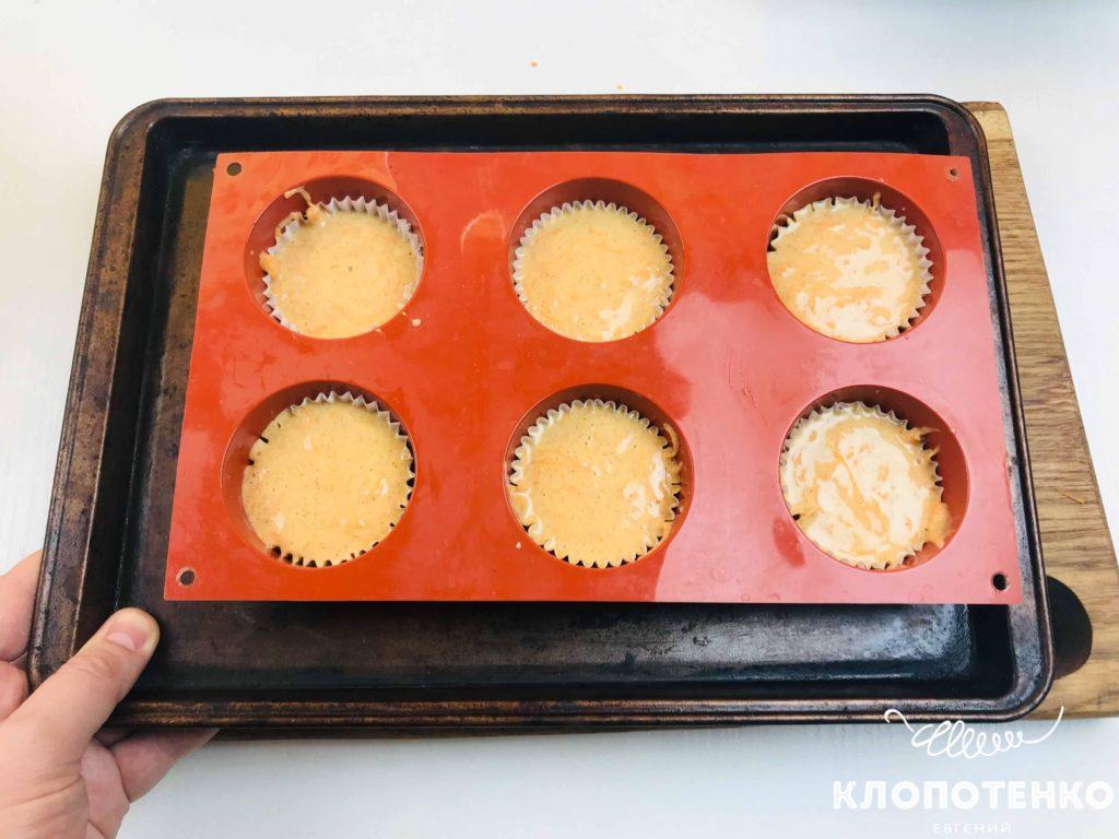 запекаем тыквенные кексы в форме