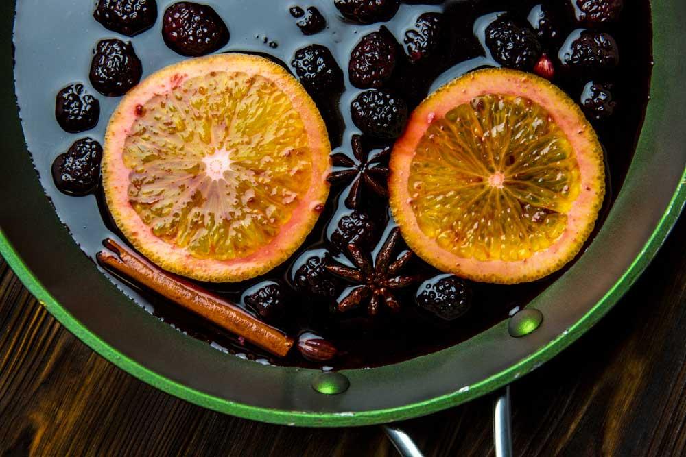 Глінтвейн з ягодами і грушами