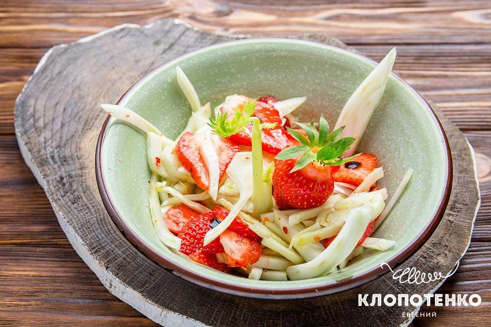Салат з полуницею і фенхелем