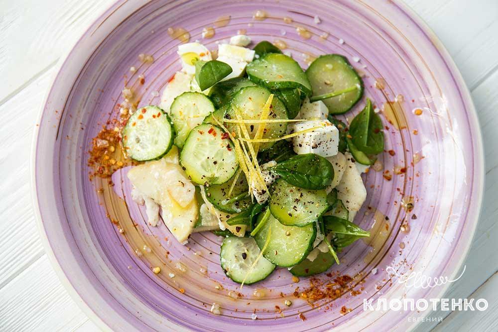 Салат из огурцов с фетой и грушей