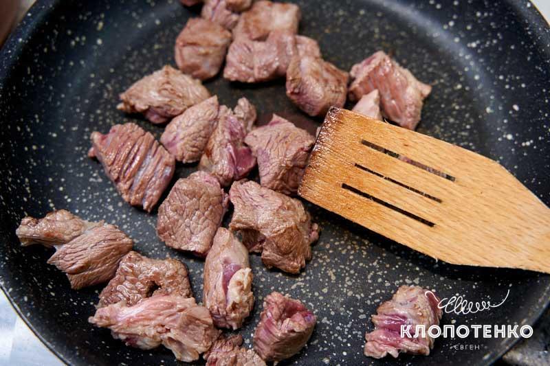 Поджарьте мясо