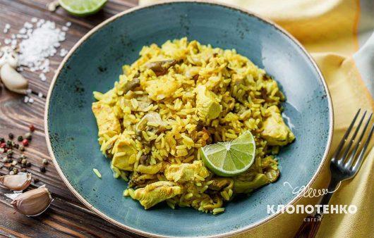 С курицей и вешенками: как приготовить рис с индийским карри
