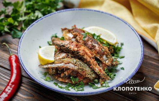 Гостро й просто! Рецепт сардини або салаки з перцем чилі та панірувальними сухарями