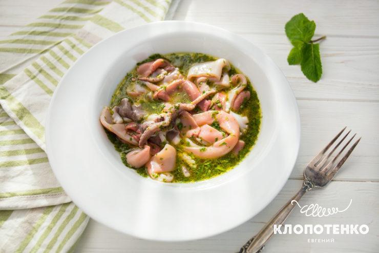 Салат з кальмарами і восьминогами