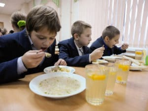 Шеф-кухар для школяра: Як зробити шкільні обіди смачними і змінити націю
