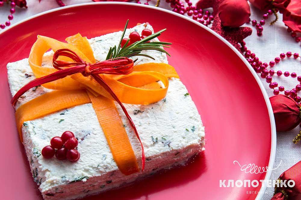 Новогодняя закуска в виде подарка