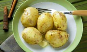 Молодой картофель с корицей