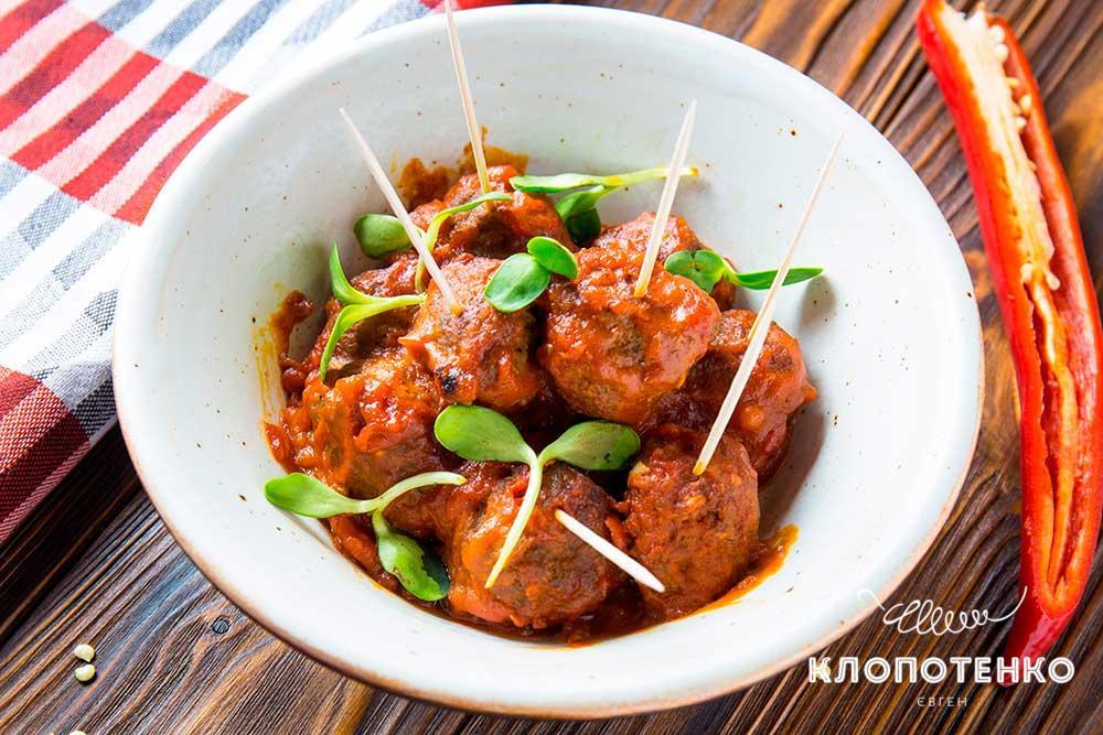 Пряные митболы в томатном соусе