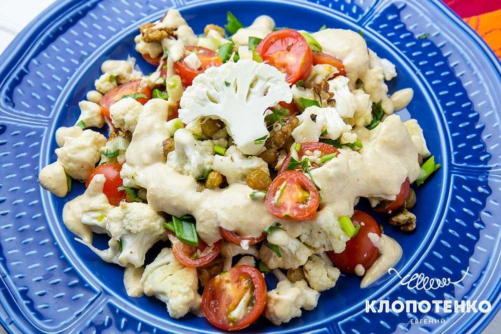 Салат из цветной капусты с кунжутной заправкой