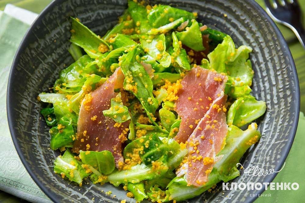 Салат из молодой капусты и прошутто