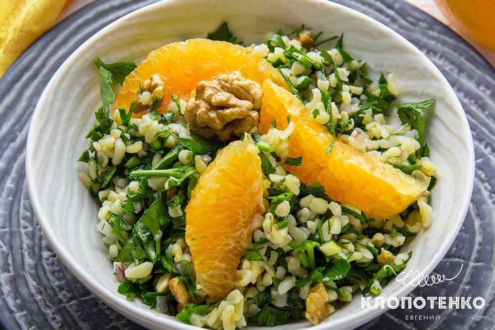 Салат с булгуром, петрушкой и апельсинами