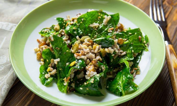 Салат з диким рисом і шпинатом