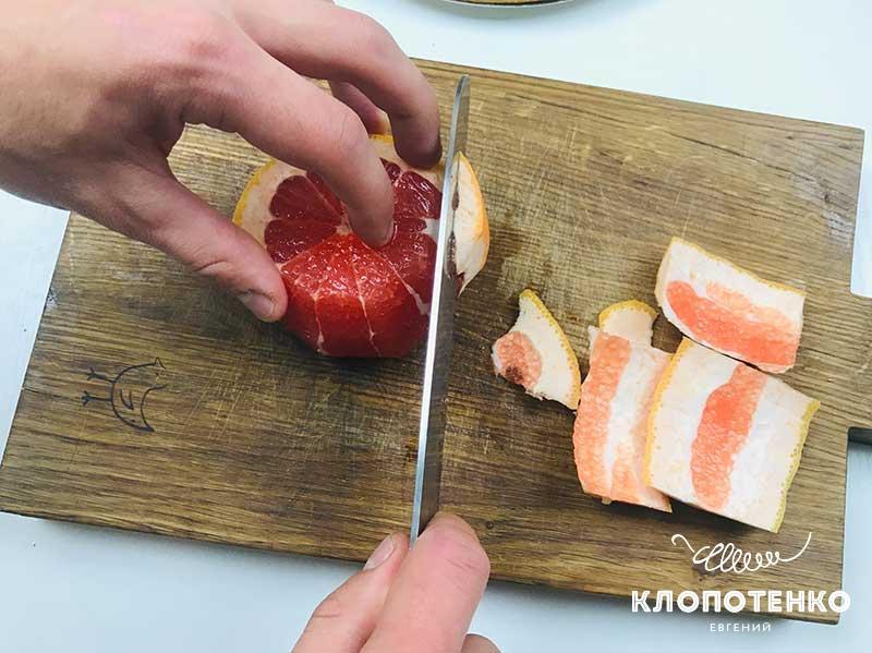 Очистите грейпфрут