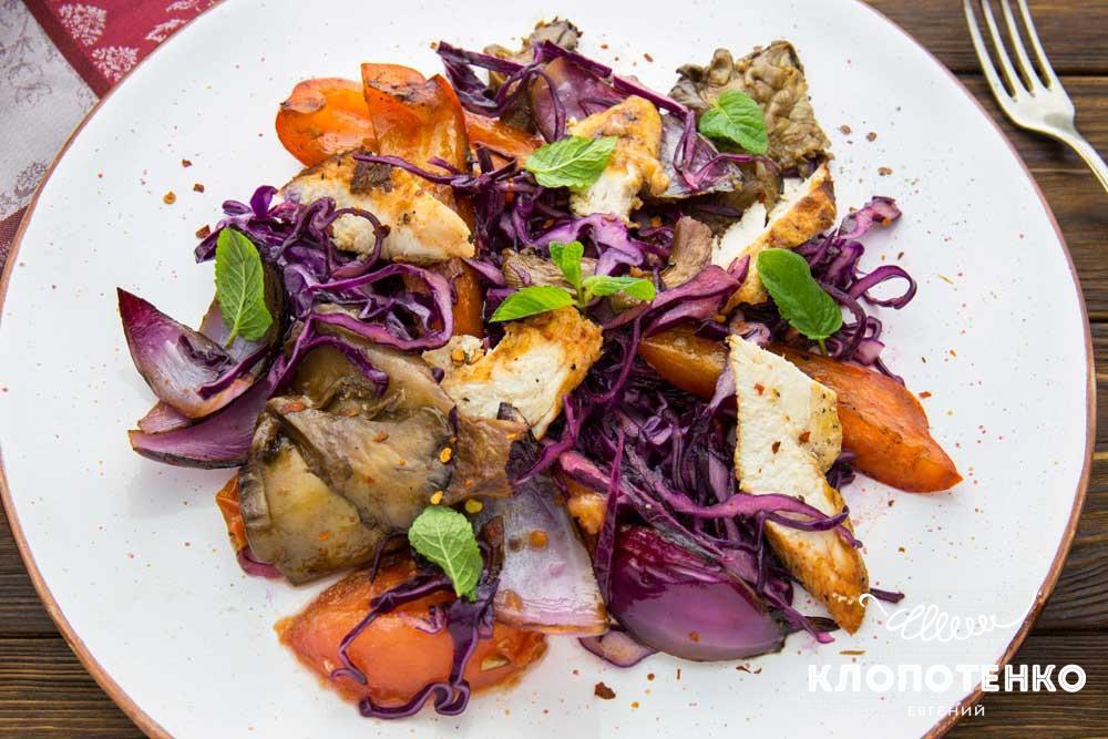 Салат из овощей гриль с курицей