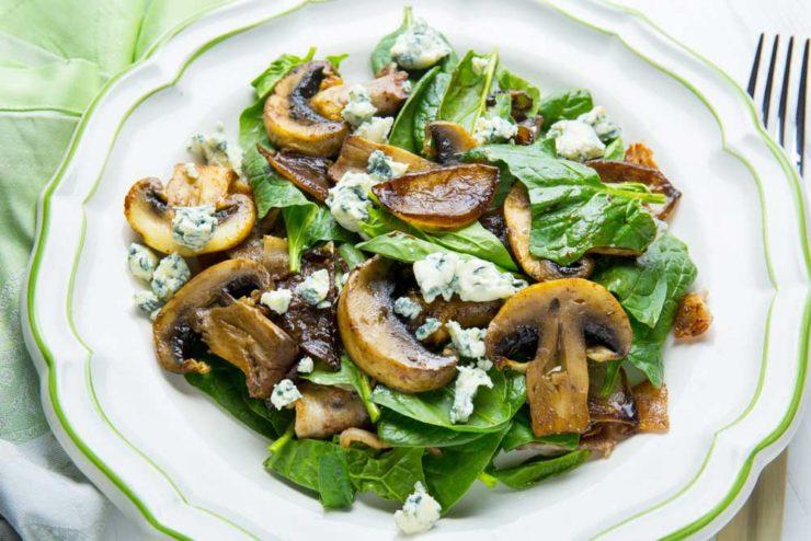 салат со шпинатом и грибами