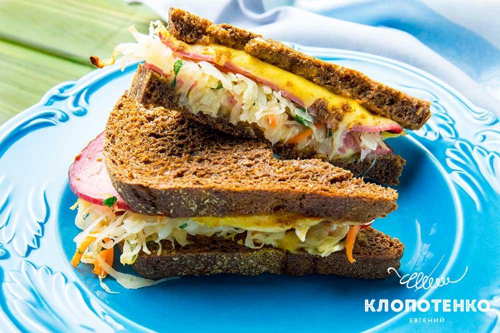 Сендвіч із шинкою і квашеною капустою