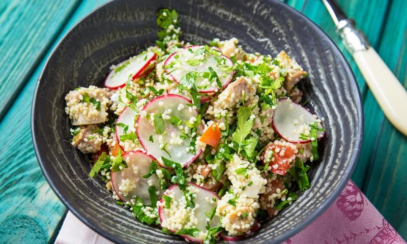 Салат табуле с курицей и редисом