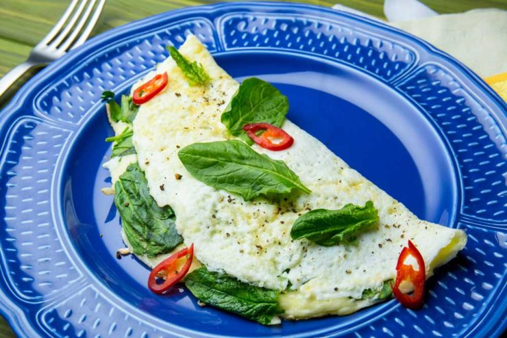 Белковый омлет с сыром и зеленью