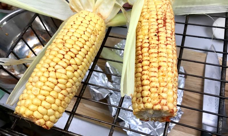 кукуруза на гриле на решетке