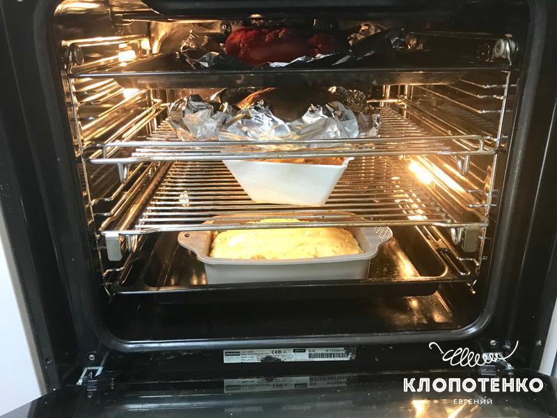 Разогрейте духовку в режиме конвекции