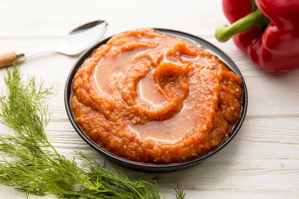 Икра из запеченных овощей с перцем чили