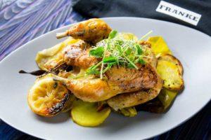 Цыпленок с тимьяном, луком-пореем и лимоном