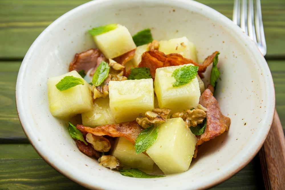Салат з динею і беконом
