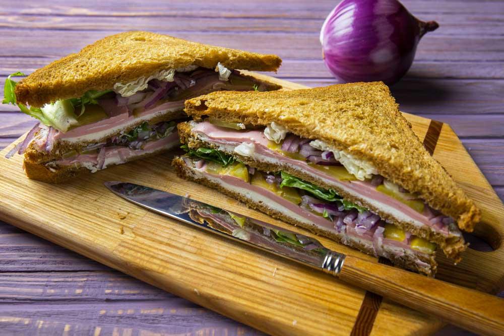 Клаб-сендвіч з шинкою