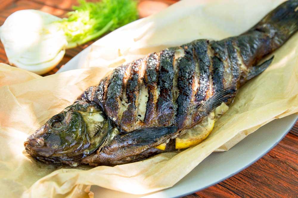 Рыба на гриле с фенхелем и лимоном