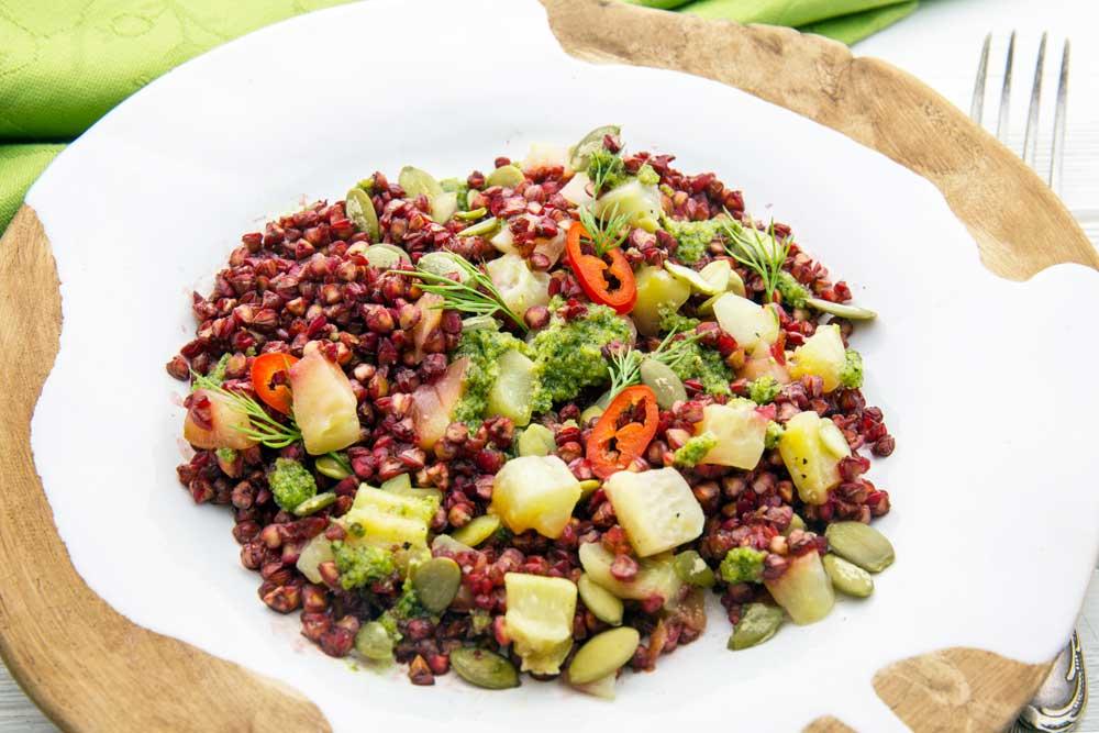 Салат з гречкою і солоними огірками