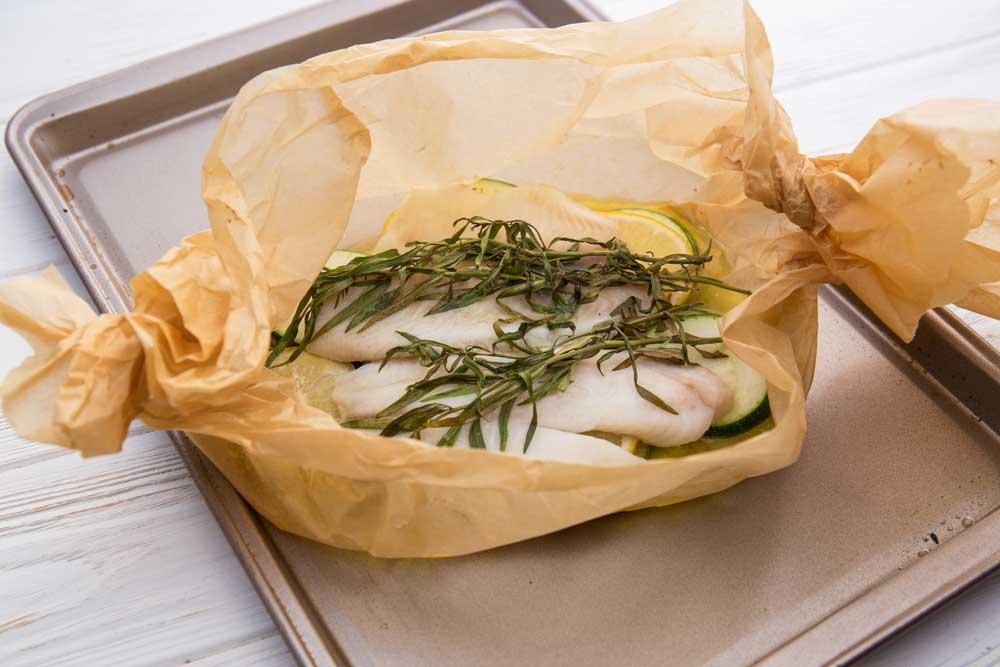 Рыба в конверте с маслом и цукини