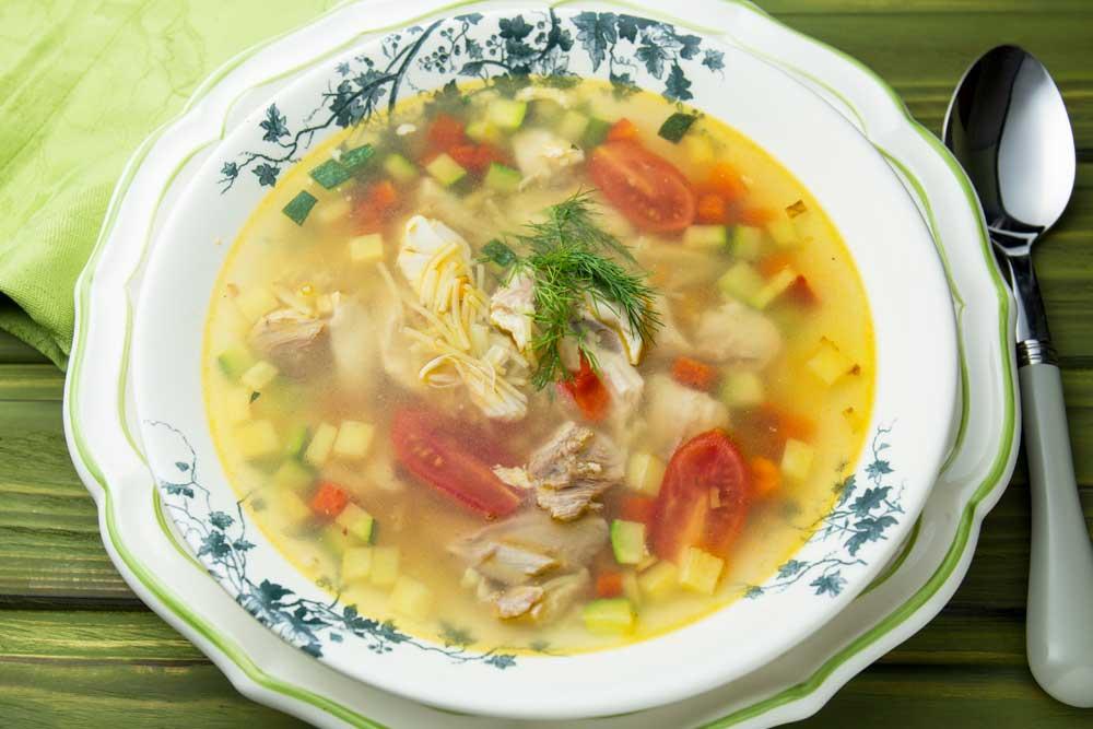 Легкий курячий суп з вермішеллю