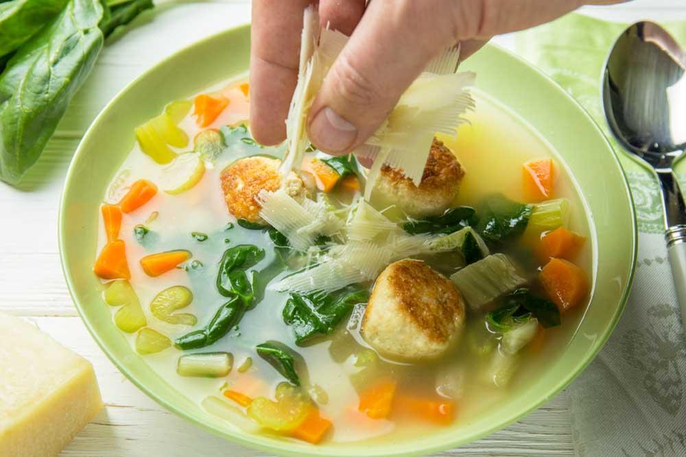 Суп з фрикадельками або італійський весільний суп
