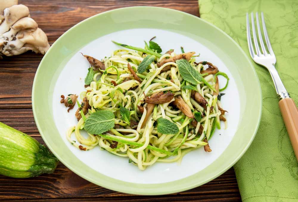 Спагетти из цукини с грибами