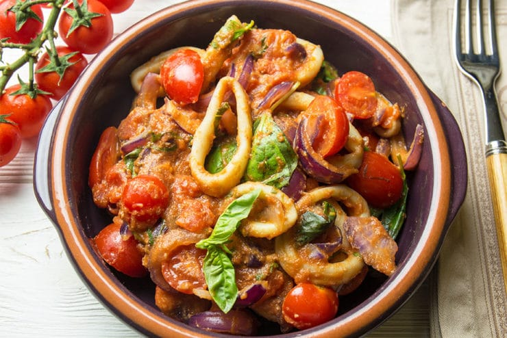 Салат з кальмарами і томатами