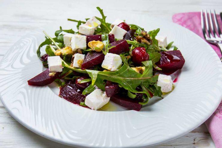 Салат со свеклой и вишней