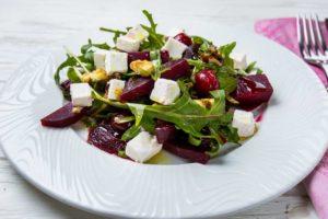 Салат з буряком і вишнею